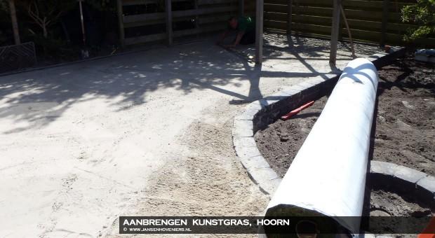 2012-02-18-aanbrengenkunstgrashoorn1